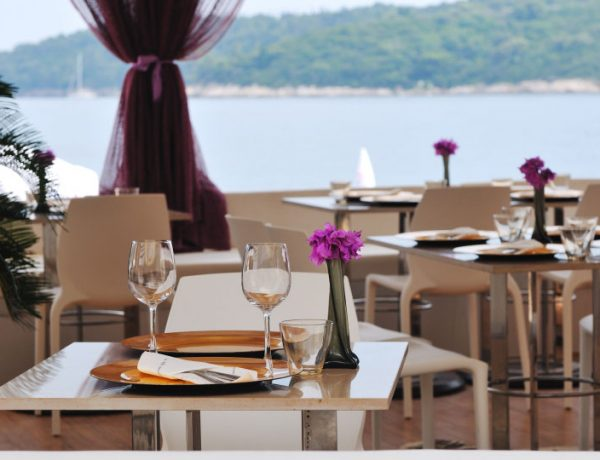 Top Tips on Staying Healthy When Dining Out