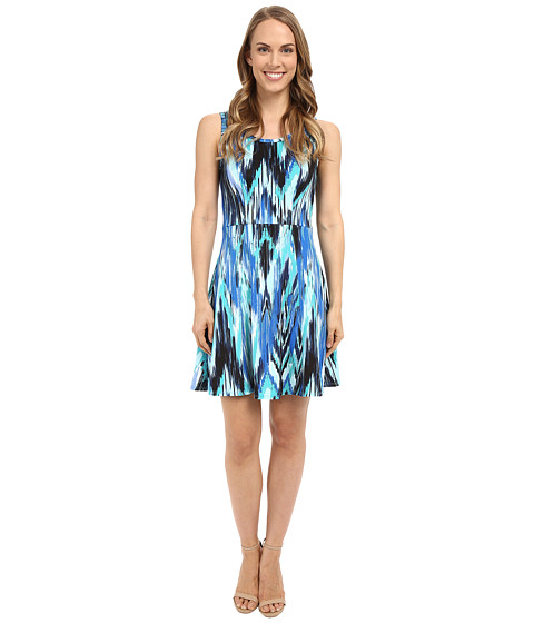Must Have Dress: Karen Kane Fit and Flare